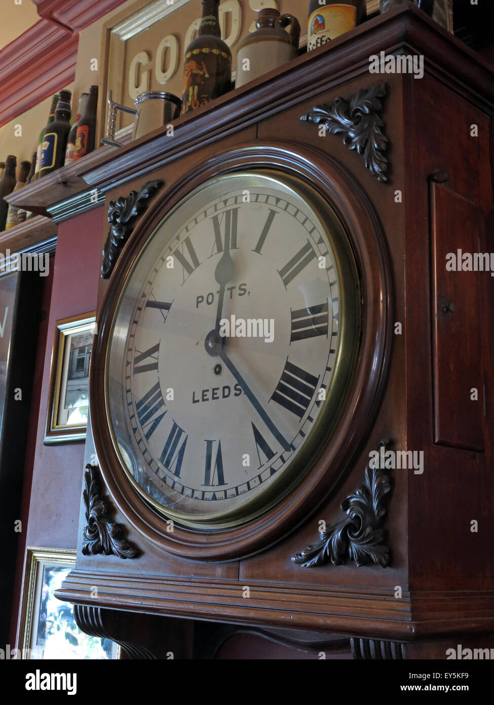 Real,Ale,realale,CAMRA,aletrail,WestRiding,bar,pubs,bars,drinking,drinkers,trans,pennine,transpennine,train,trains,trail,train,ales,platform,buffet,cafe,sign,Stalybridge,public,inside,interior,Potts,Timepiece,clock,wallclock,Ale Train,Ale trail,Wall Clock,GoTonySmith,Buy Pictures of,Buy Images Of