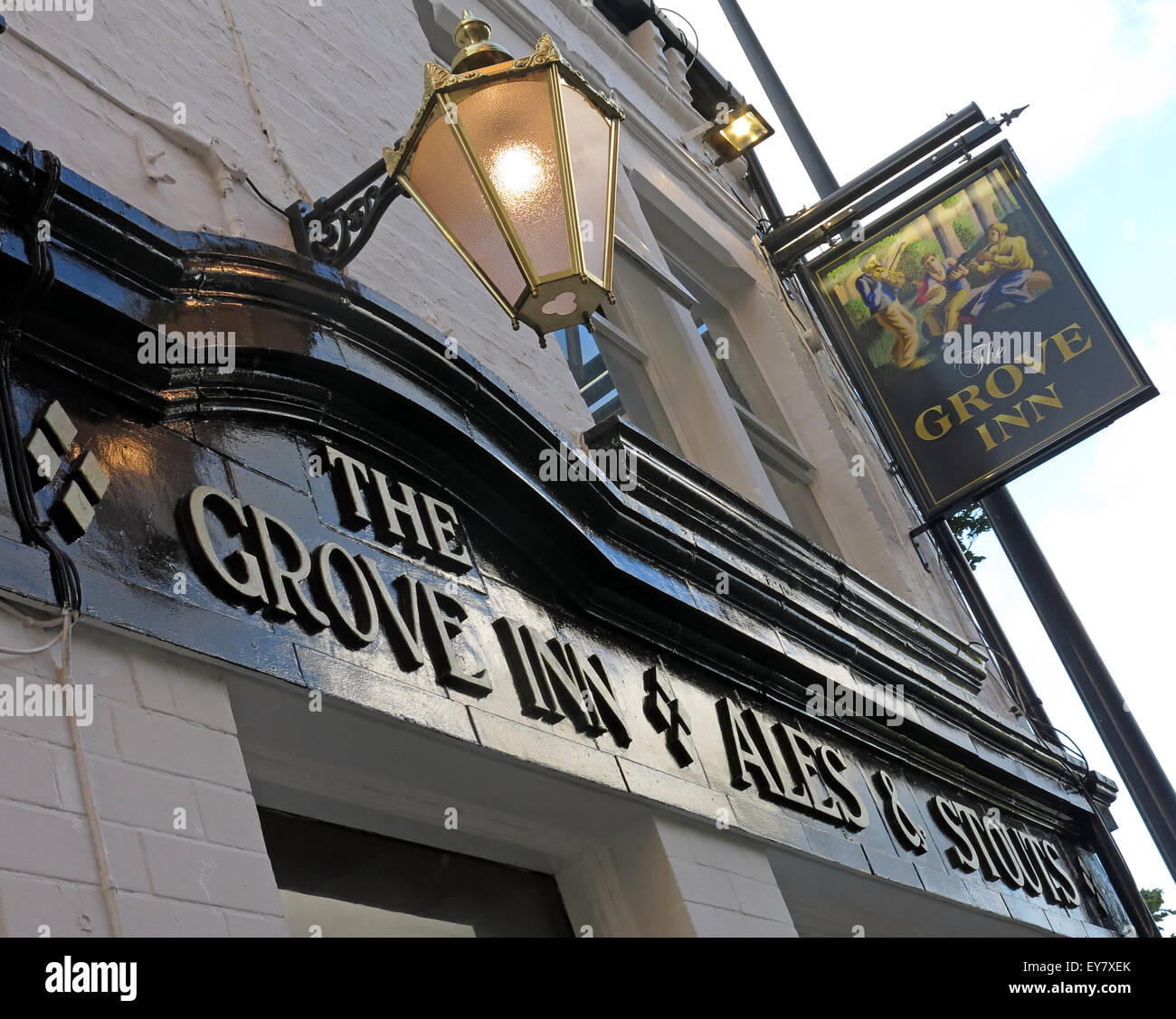 real,ale,CAMRA,bar,drink,drinkers,traditional,history,historic,Grove,Inn,Pub,Back,Row,West,Yorkshire,England,UK,English,GB,Great,Britain,British,city,centre,granary,John,Smiths,Magnet,Ales,LS115PL,LS11 5PL,ales,stouts,sign,Real Ale,Old Pub,John Smiths,Magnet Ales,LS11 5PL,GoTonySmith,looking,up,Buy Pictures of,Buy Images Of,Looking Up