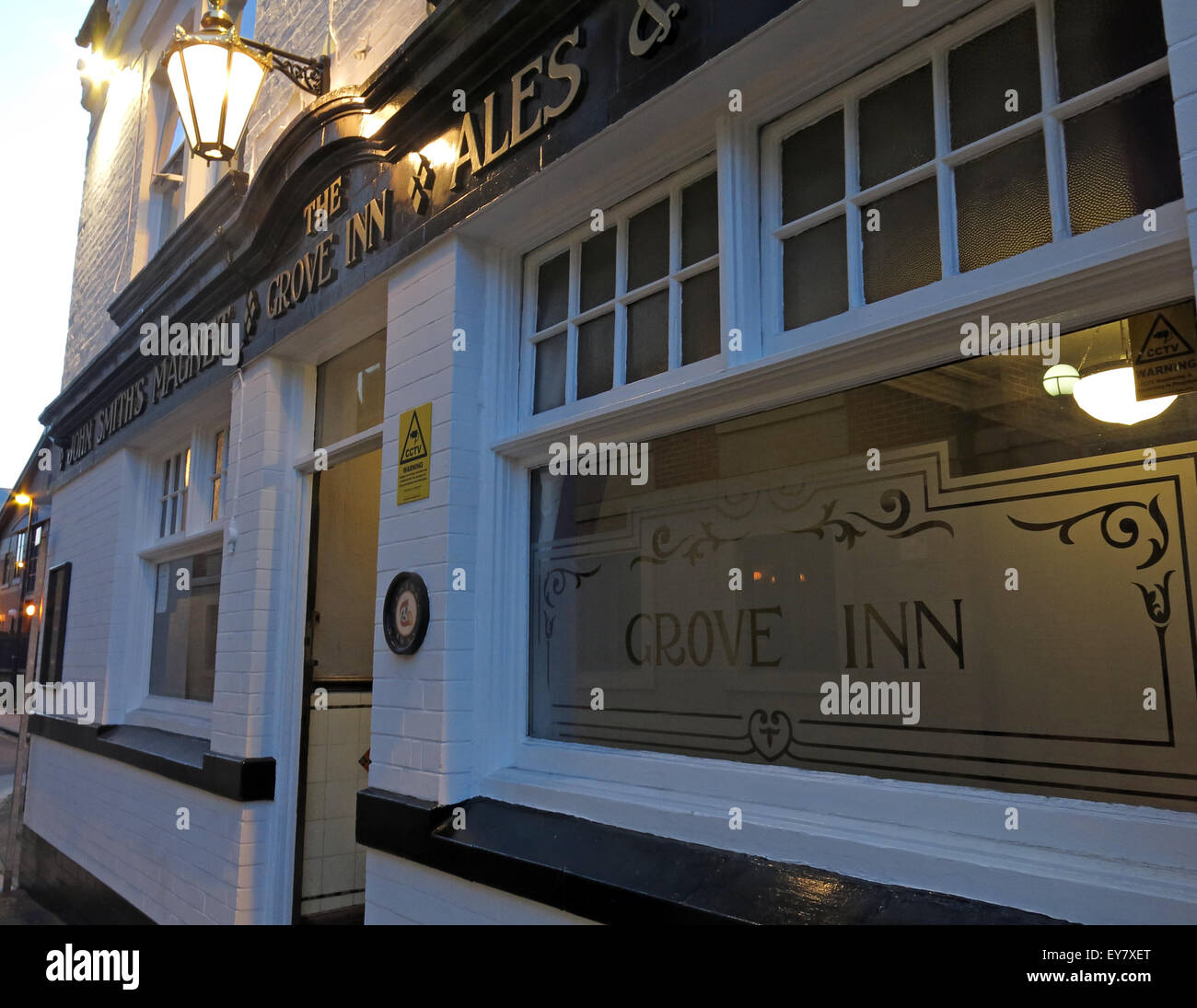 real,ale,CAMRA,bar,drink,drinkers,traditional,history,historic,Grove,Inn,Pub,Back,Row,West,Yorkshire,England,UK,English,GB,Great,Britain,British,city,centre,granary,John,Smiths,Magnet,Ales,LS115PL,LS11 5PL,dusk,night,entrance,Real Ale,Old Pub,John Smiths,Magnet Ales,LS11 5PL,GoTonySmith,Buy Pictures of,Buy Images Of