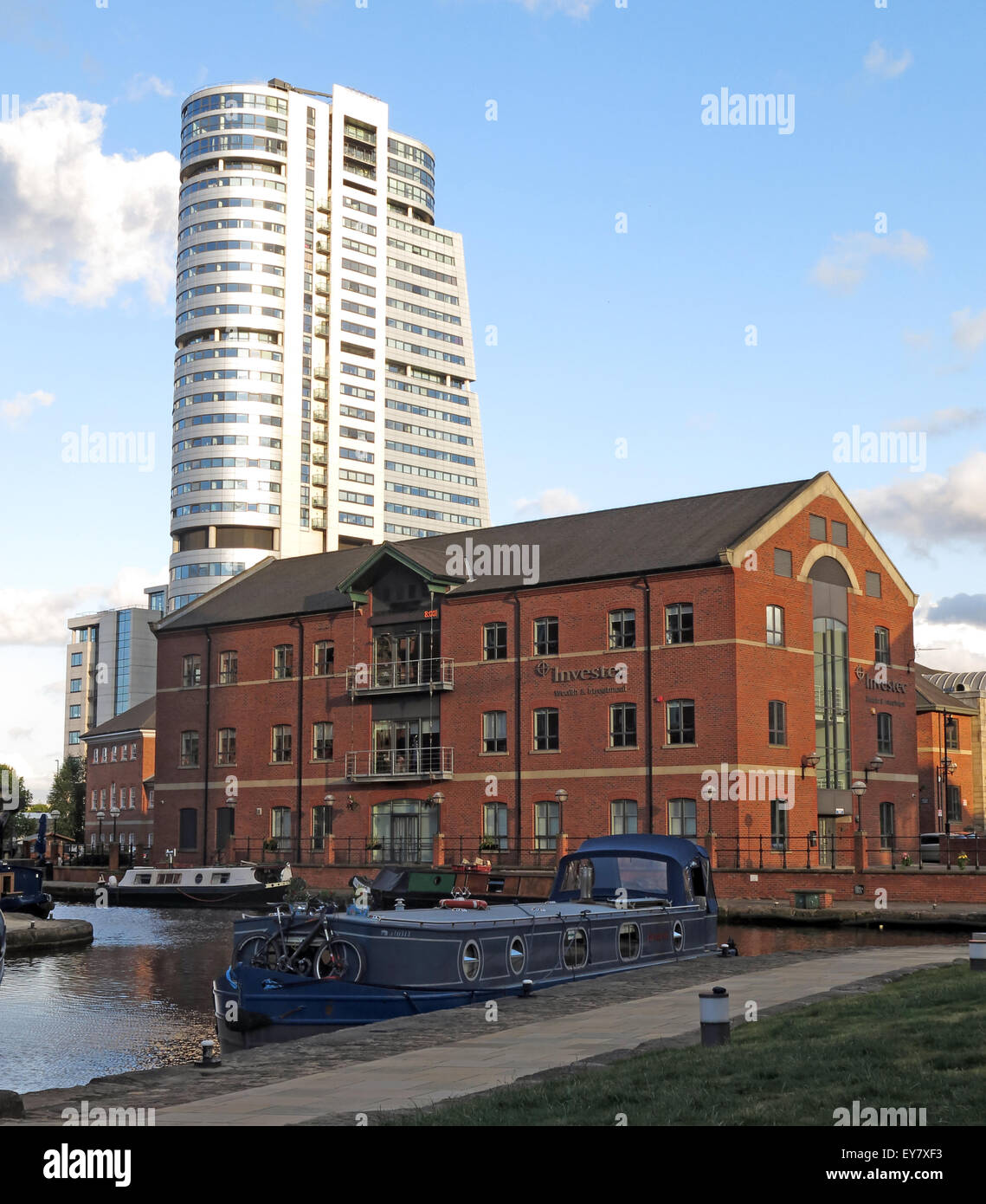 United Kingdom,UK,Liverpool,Canal,old,new,building,buildings,evening,sunshine,tourist,area,Granary,water,taxi,Armouries,Clarence,Dock,docks,workspace,cafe,eating,restaurant,boardwalk,pier,newdock,waterside,boat,boats,Leeds wharf,Wharf lock,Great Britain,Leeds Liverpool Canal,Granary Wharf,GoTonySmith,barge,housebarges,leads,Buy Pictures of,Buy Images Of,house barge