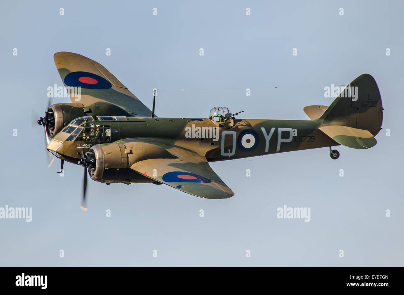 bristol-blenheim-at-an-airshow-space-for-copy-EYB7GN.jpg