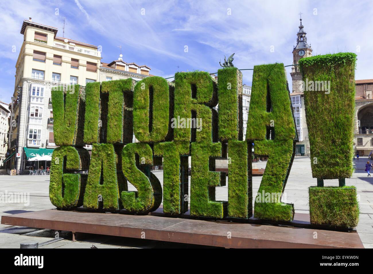 vegetable-sculpture-in-grass-of-vitoria-