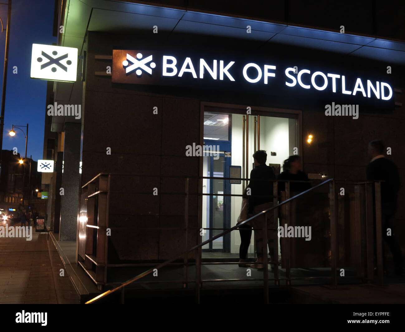 United Kingdom,public,publicly,owned,banking,will,the,last,person,to,leave,turn,the,light,out,Edinburgh,Scotland,UK,asset,selloff,street,dusk,people,queue,queuing,Bank of Scotland,Public Asset,Sell Off,GoTonySmith,Buy Pictures of,Buy Images Of