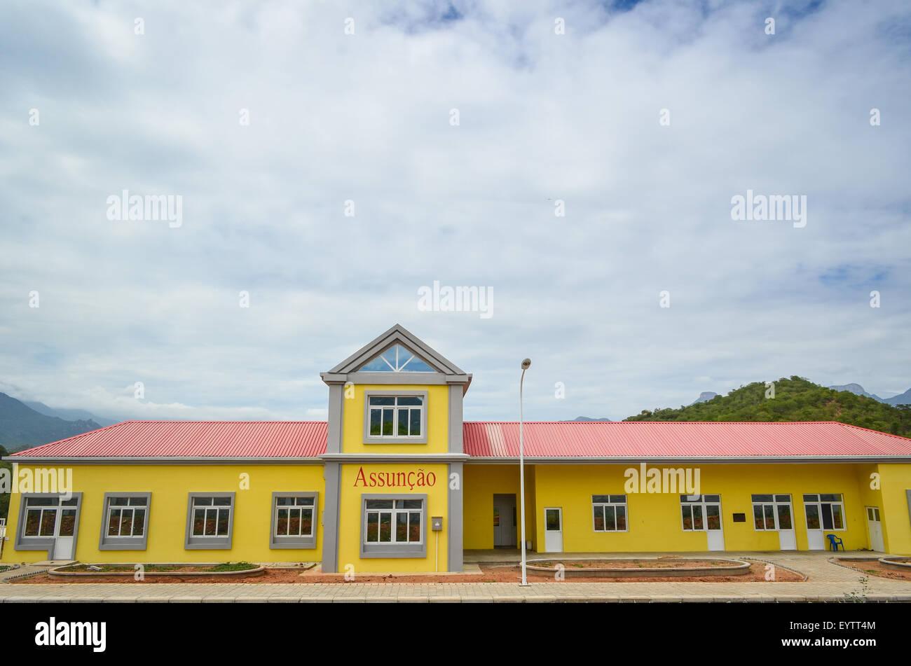 New Chinese-built train station in Assuncao, on the Lubango-Namibe railway, Angola - Stock Image