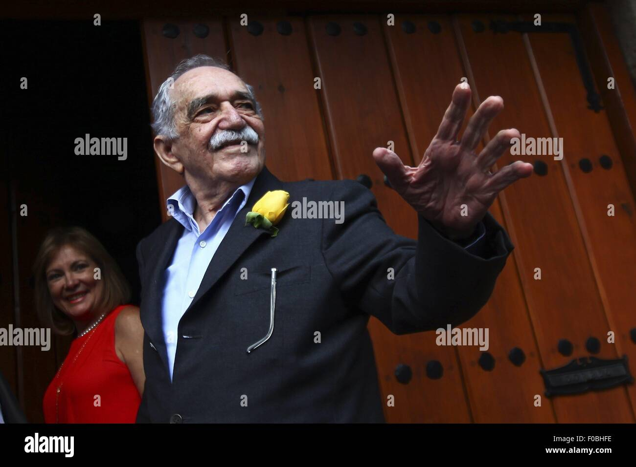 Mexico City. 6th Mar, 2014. File photo taken on March 6, 2014 shows Colombian writer Gabriel Garcia Marquez, greeting Stock Photo