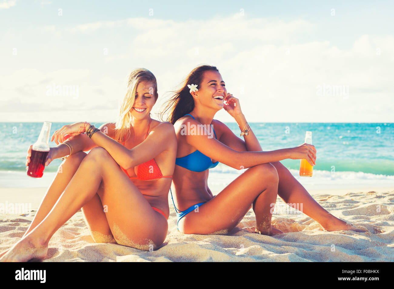 Summer Lifestyle, Girls Day at the Beach. Friends Hanging out at the Beach at Sunset. Happy Carefree Lifestyle - Stock Image