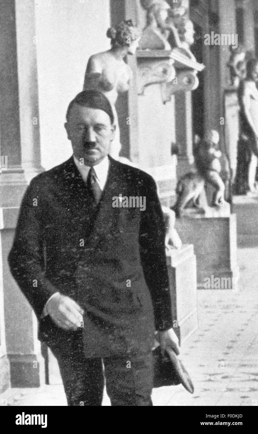 Adolf Hitler in the Academy of Fine Arts, Munich, circa 1935 - Stock Image