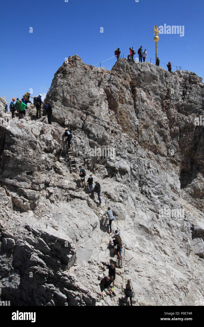 tourists-and-climbers-at-the-summit-of-z