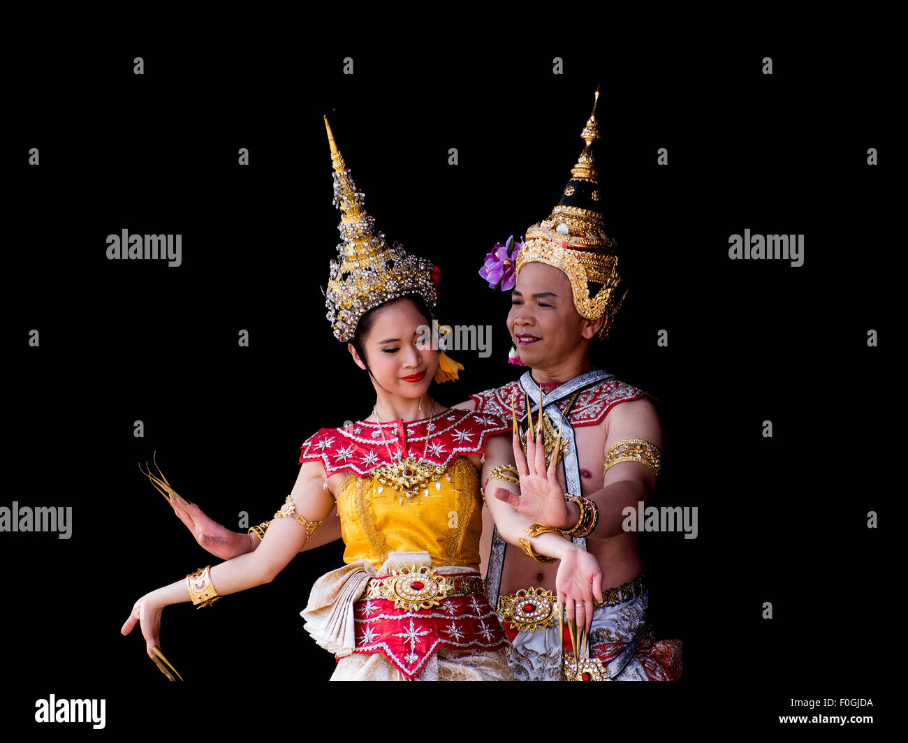 a-male-and-female-dancer-in-traditional-thai-costume-F0GJDA.jpg