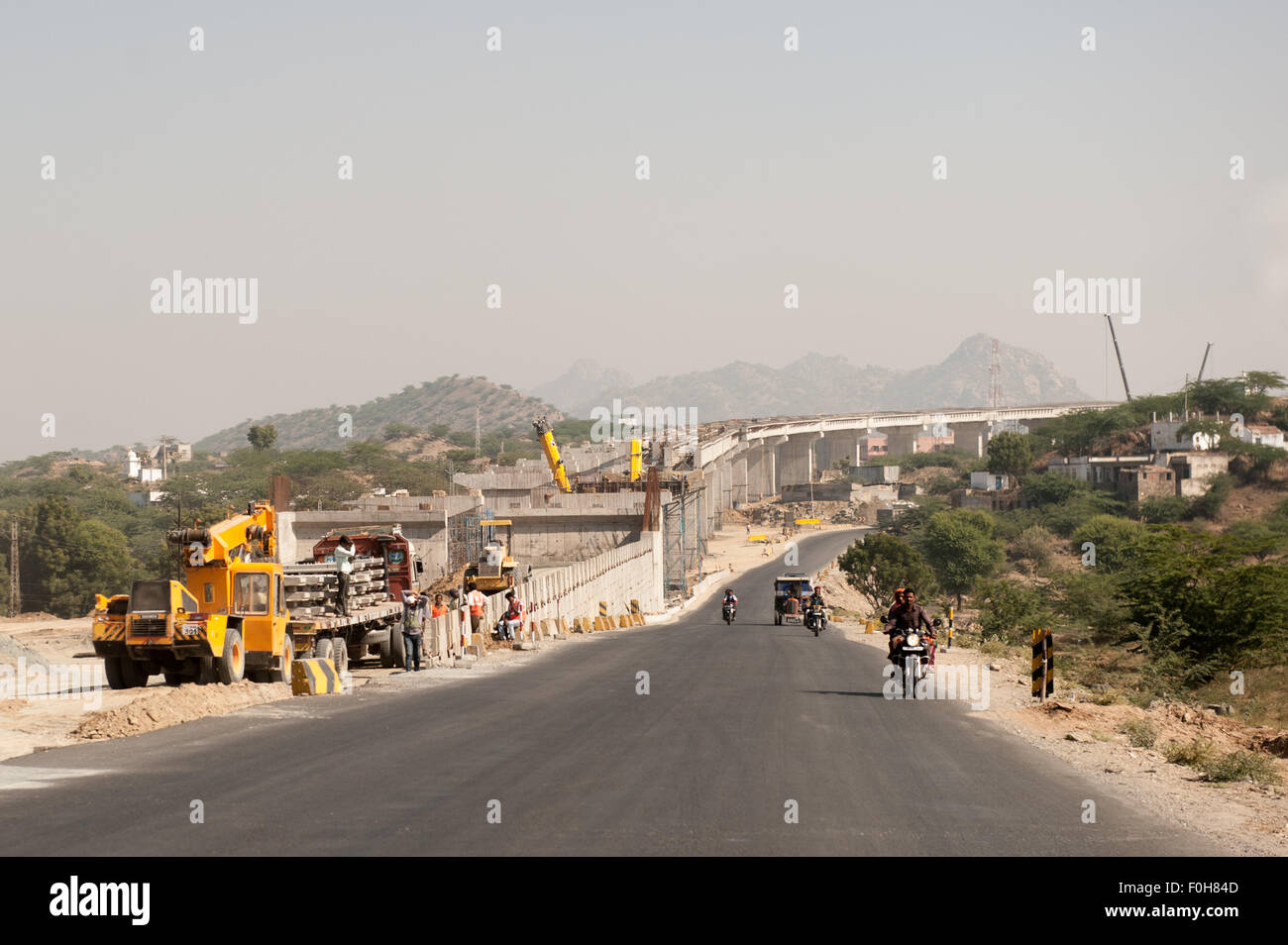 Rajasthan, India. Road from Jodhpur to Jaipur. A large concrete motorway flyover under construction. - Stock Image