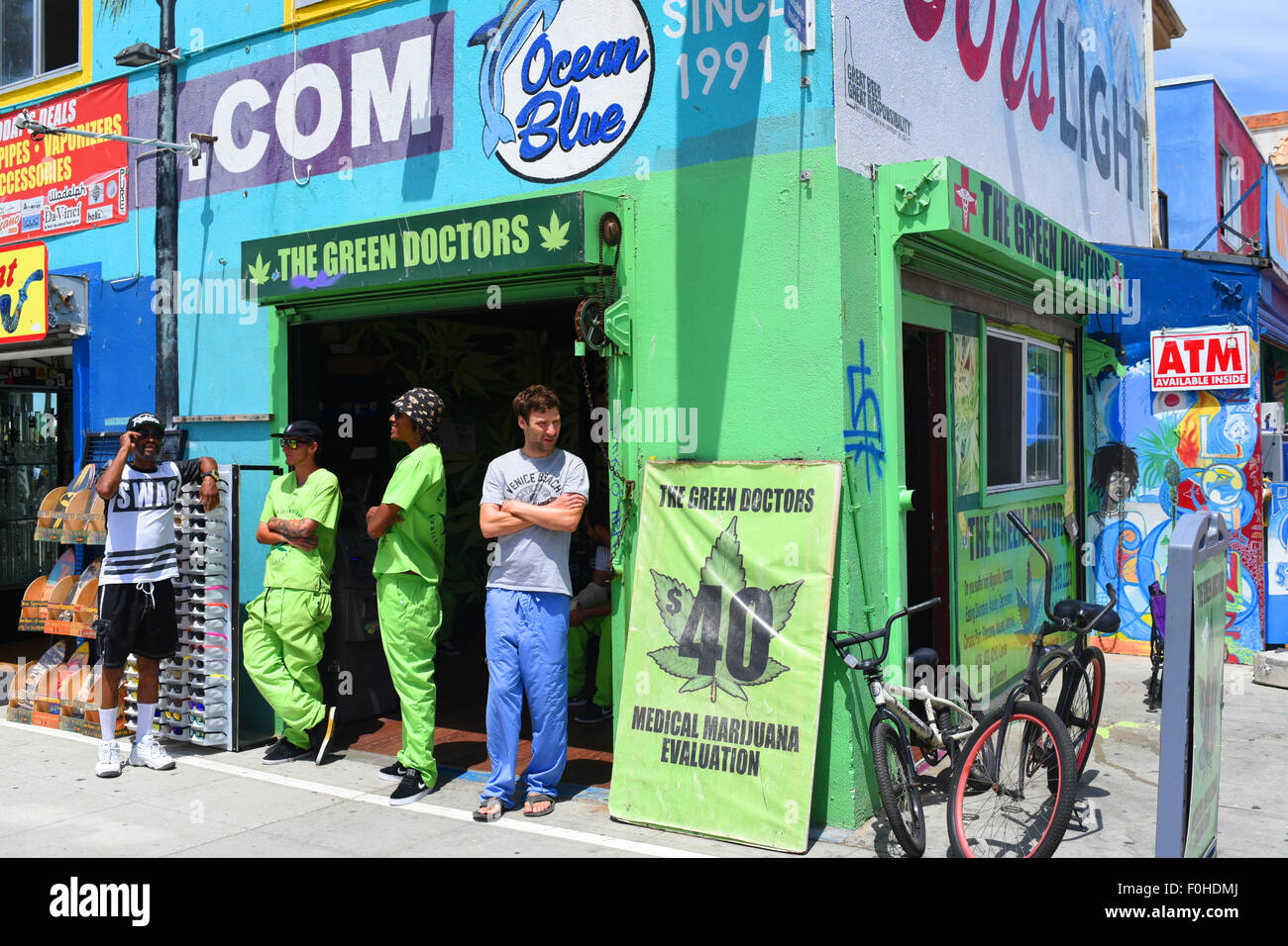 usa-california-ca-los-angeles-venice-beach-the-green-doctors-a-medical-F0HDMJ.jpg