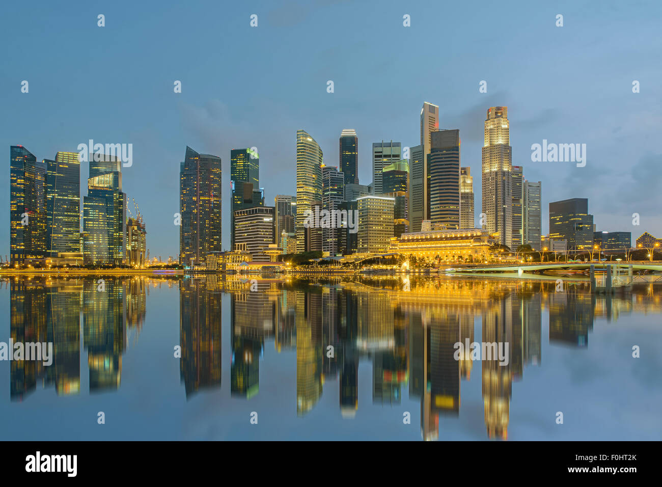 Singapore city skyline at night - Stock Image