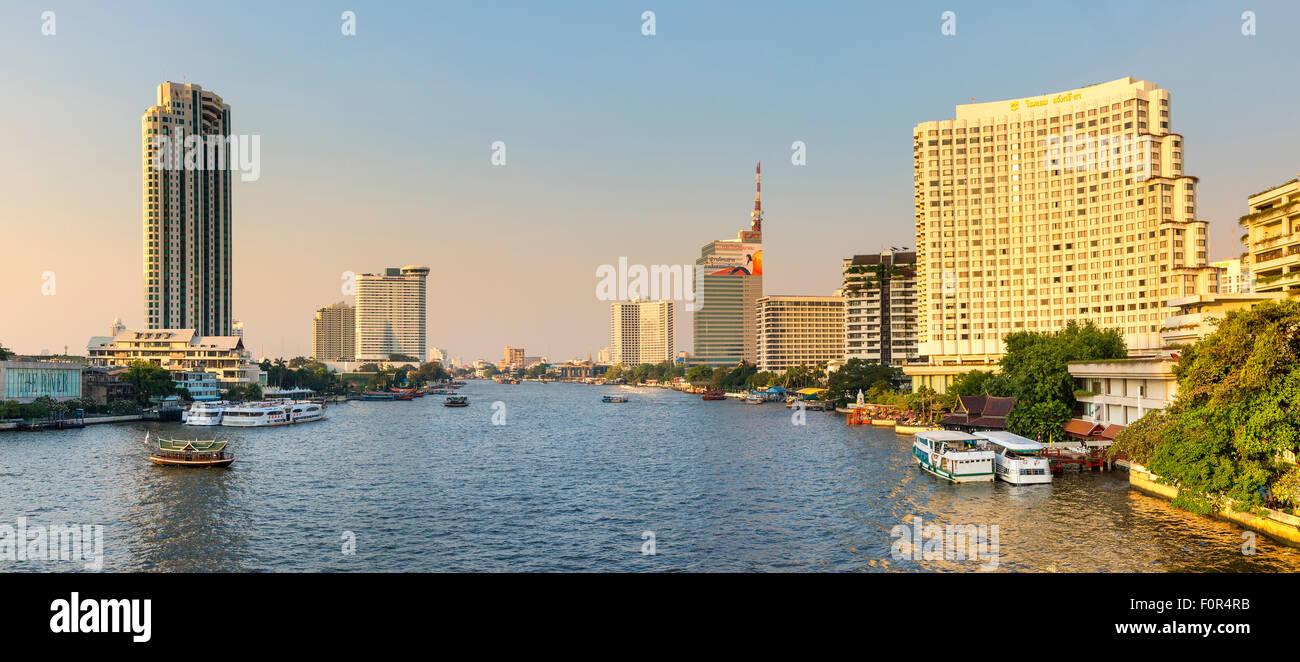 Thailand, Bangkok, traffic on the Chao Phraya river - Stock Image