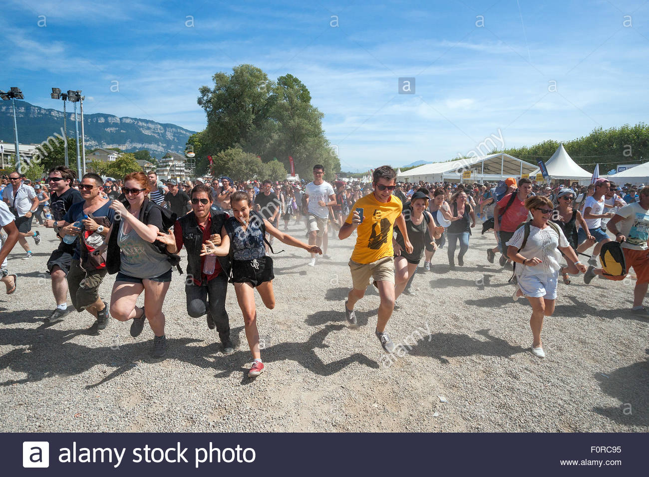 young-people-running-to-see-their-favori