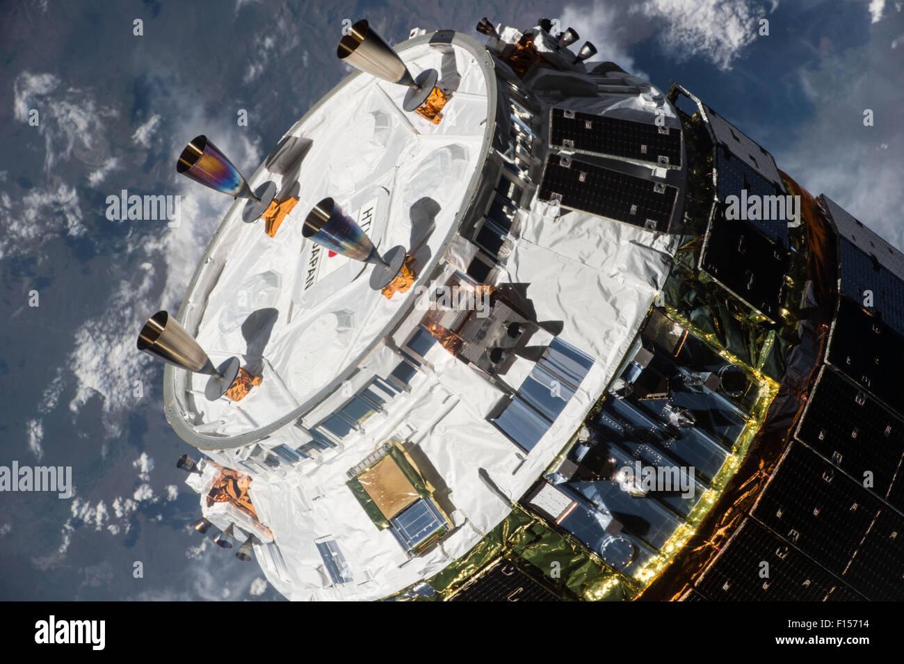 The Japan Aerospace Exploration Agency Kounotori 5 H-II Transfer Vehicle cargo spacecraft approaches the International - Stock Image