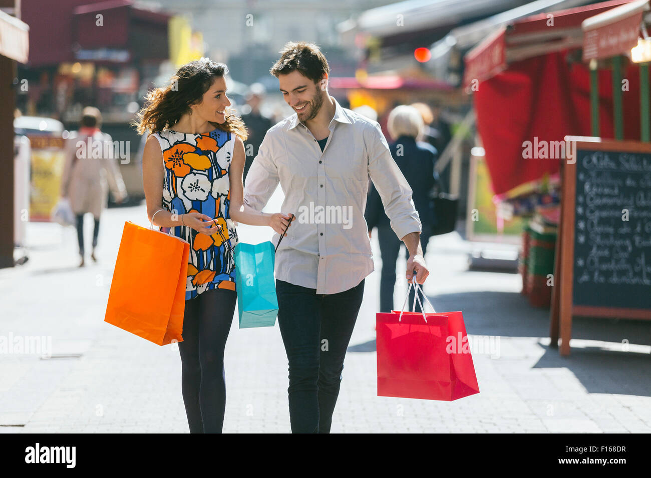 Couple shopping in Paris - Stock Image
