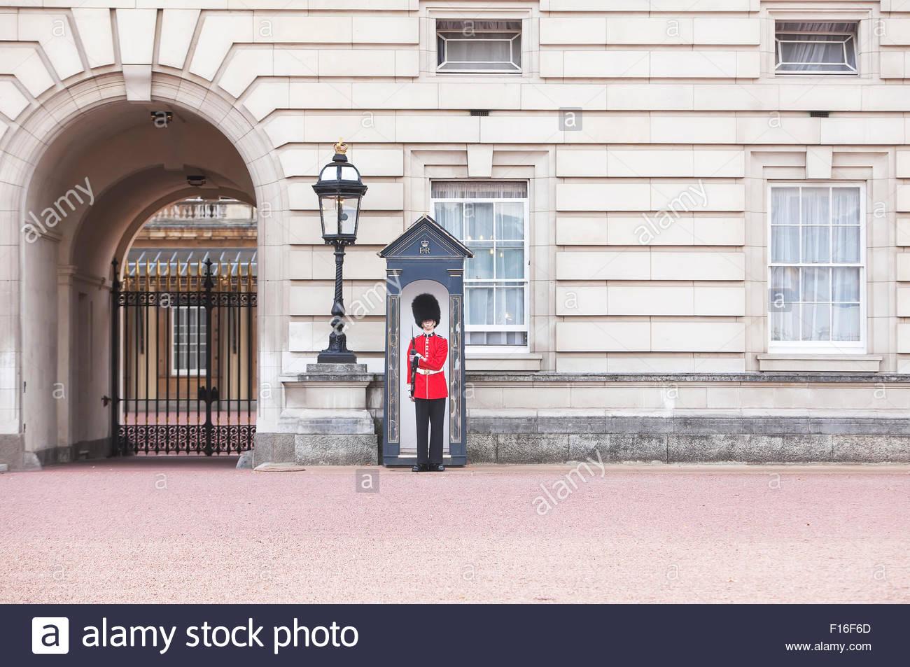 Royal Guard standing, Buckingham Palace, London, England, Great Britain, U.K, - Stock Image