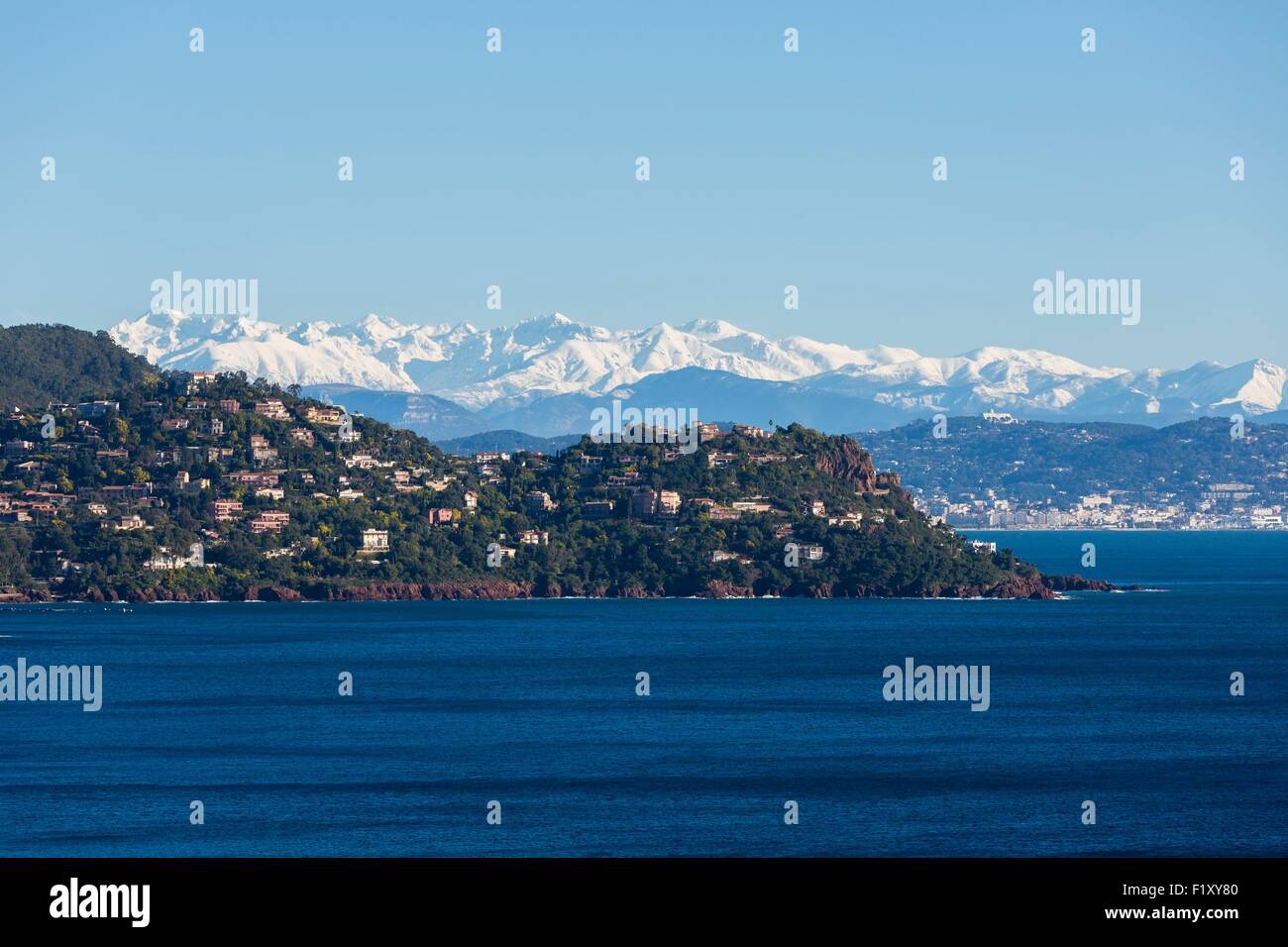 France, Alpes Maritimes, Theoule sur Mer, gulf of Napoule, Cannes and snowy mountains of Mercantour in the background - Stock Image