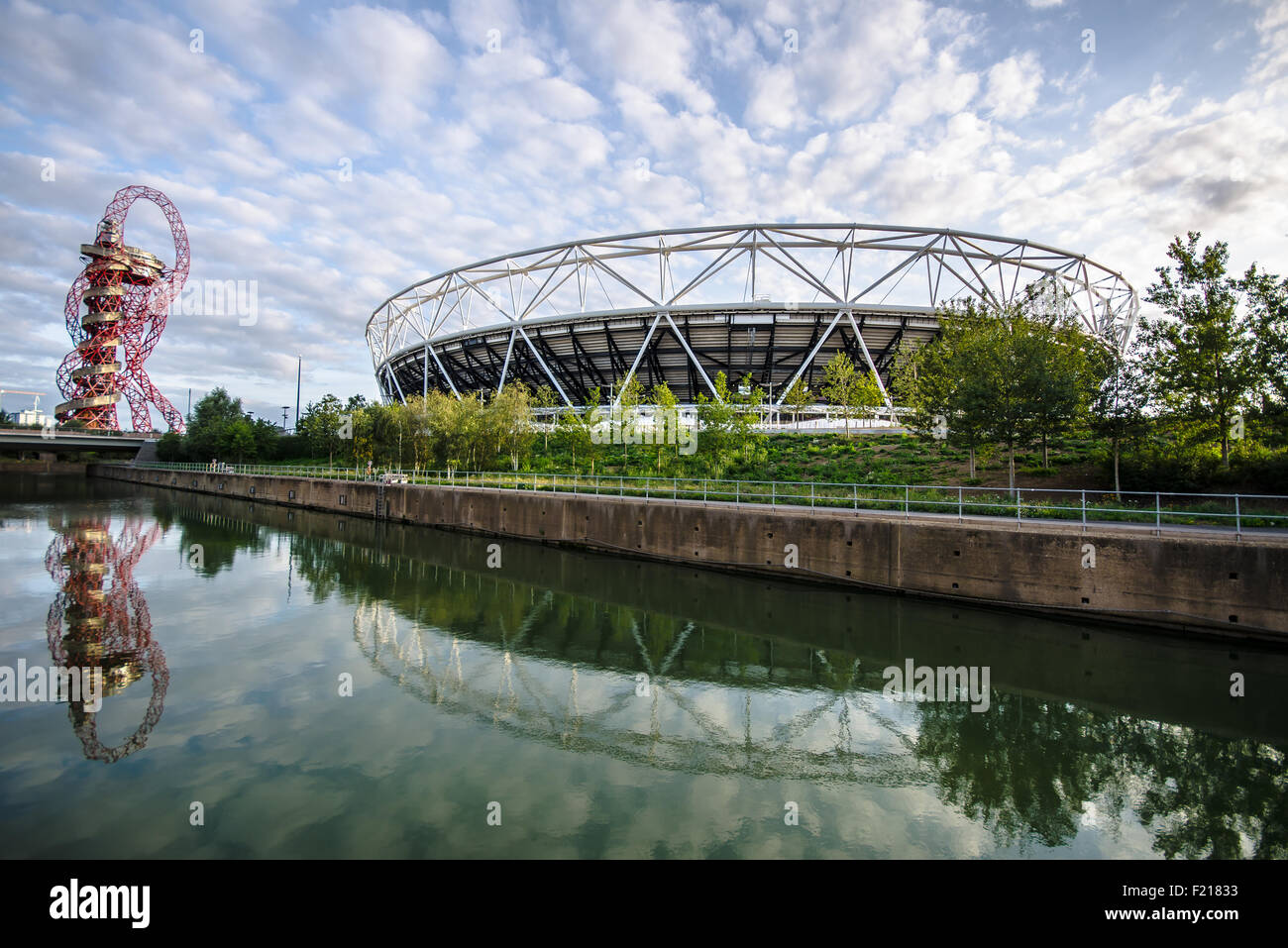 queen-elizabeth-olympic-park-stadium-tower-and-canal-space-for-copy-F21833.jpg