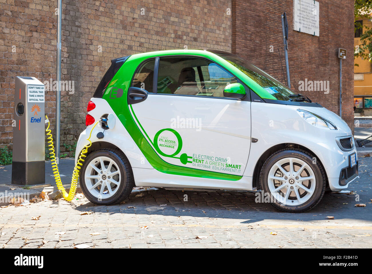 Smart fortwo electric drive Electric car plugged in at an electric car charging point in Rome Roma Lazio Italy EU - Stock Image