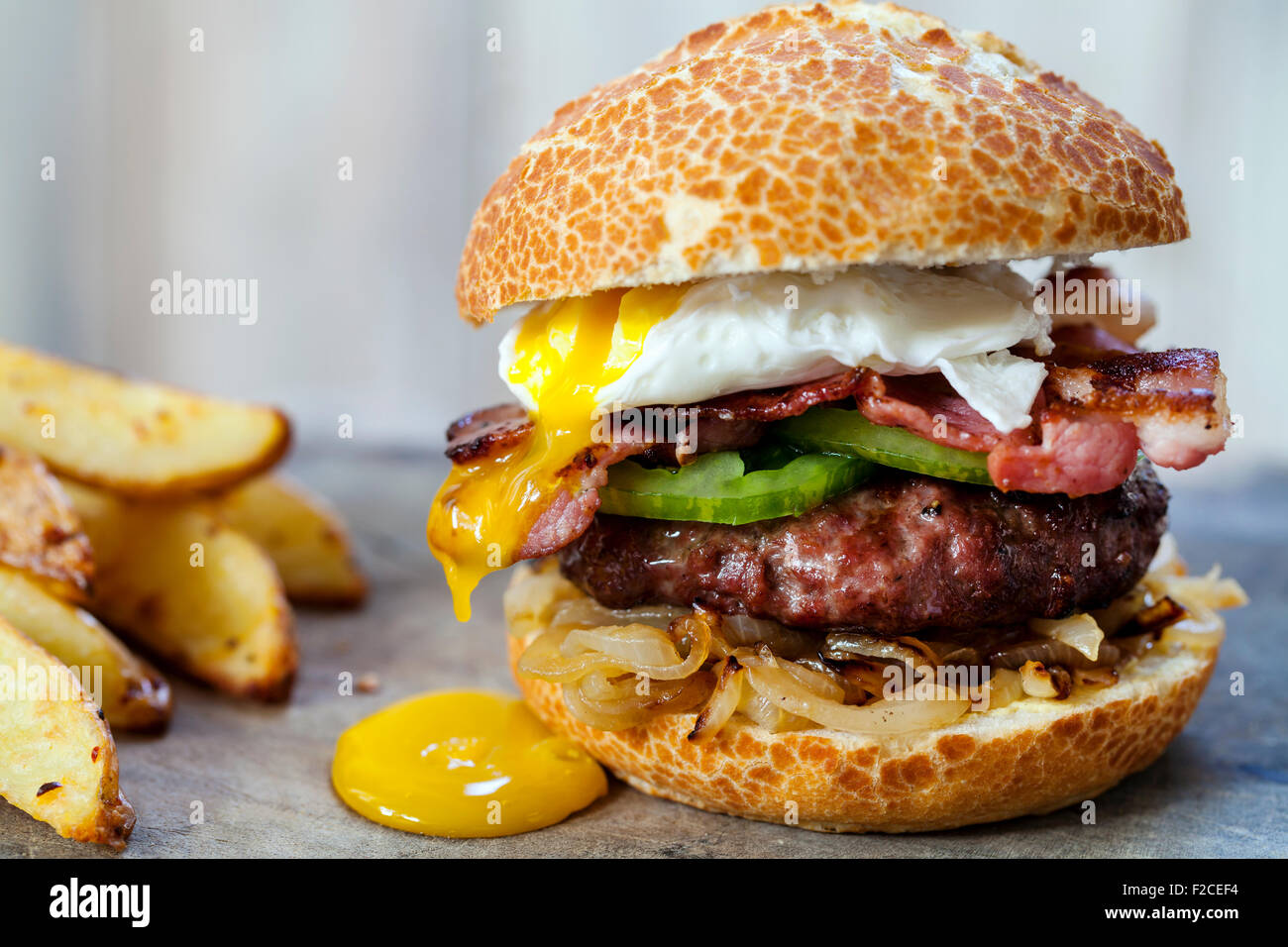 Beef burger with bacon and poached egg - Stock Image