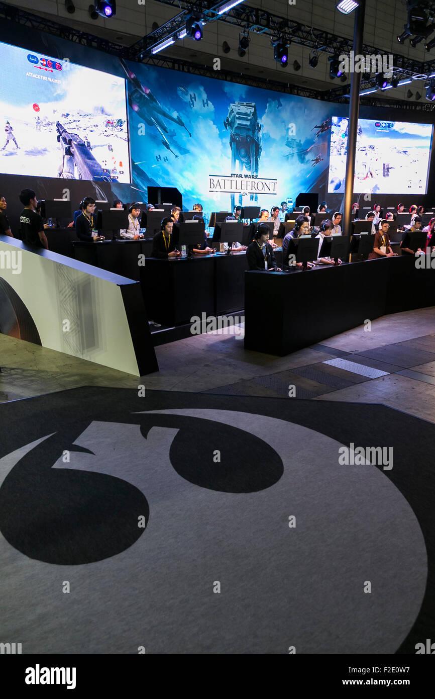 Tokyo, Japan. 17th September, 2015. Visitors play Star Wars: Battlefront video game at the Tokyo Game Show on September - Stock Image
