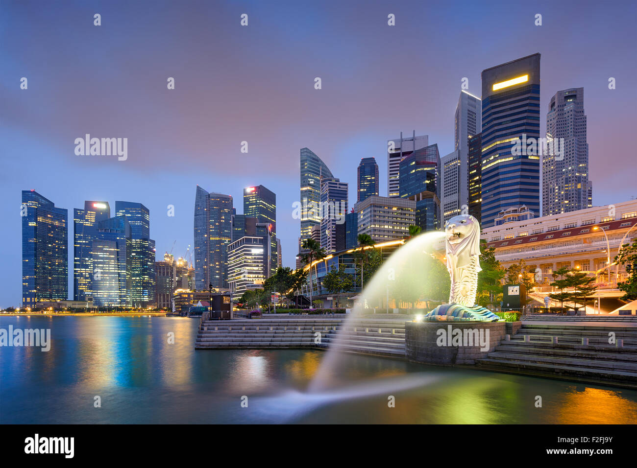 Singapore skyline at the fountain. - Stock Image