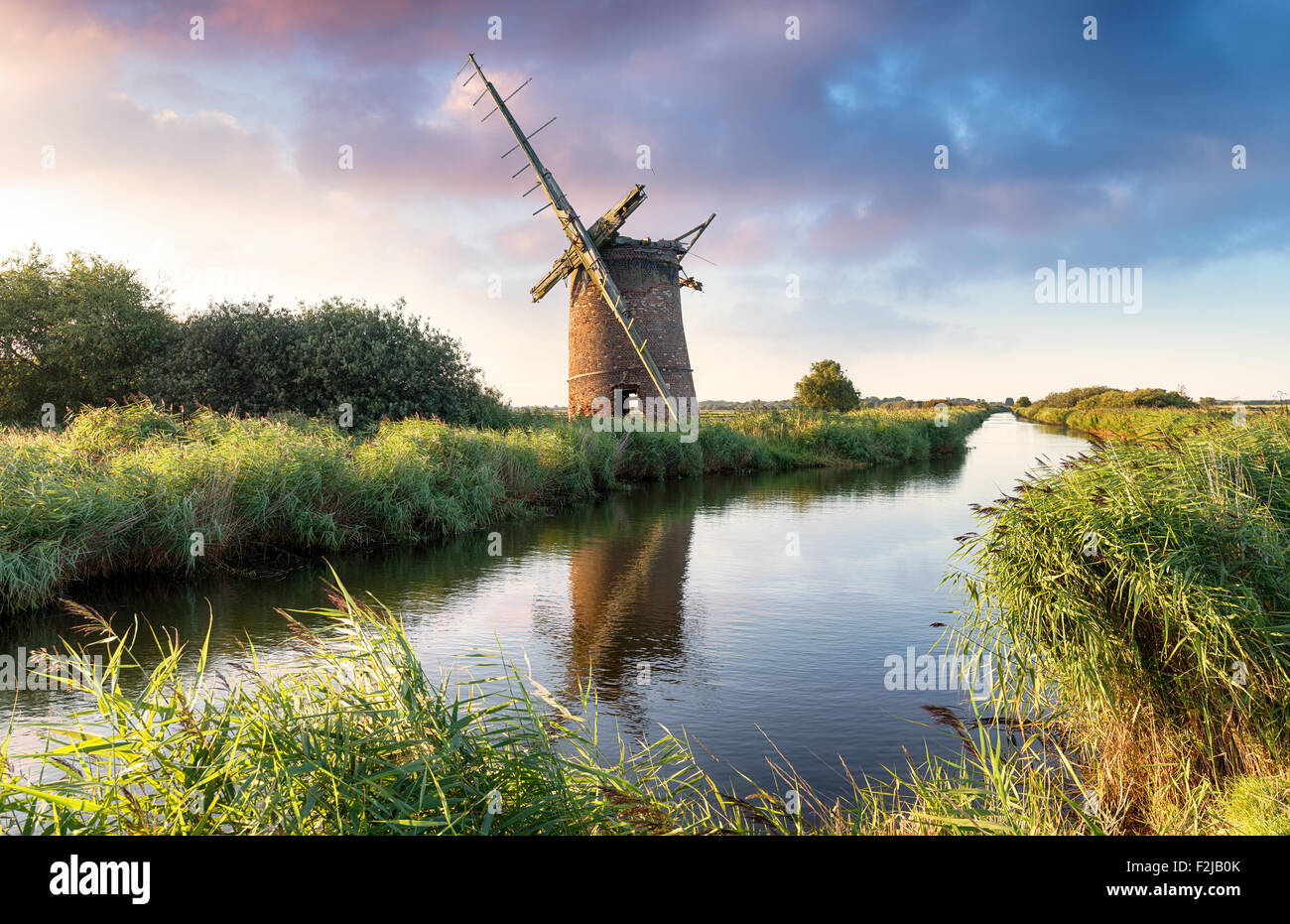 The ruins of the Brograve Windmill on the Norfolk Broads at Sea Palling - Stock Image