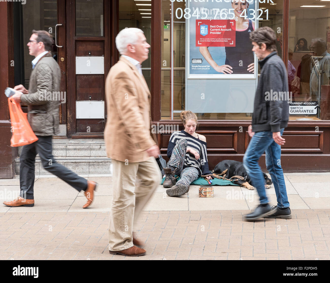 homeless-person-asleep-on-the-street-cambridge-cambridgeshire-england-F2PDH5.jpg