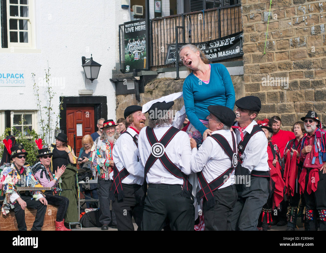 morris-dancing-group-great-yorkshire-mor