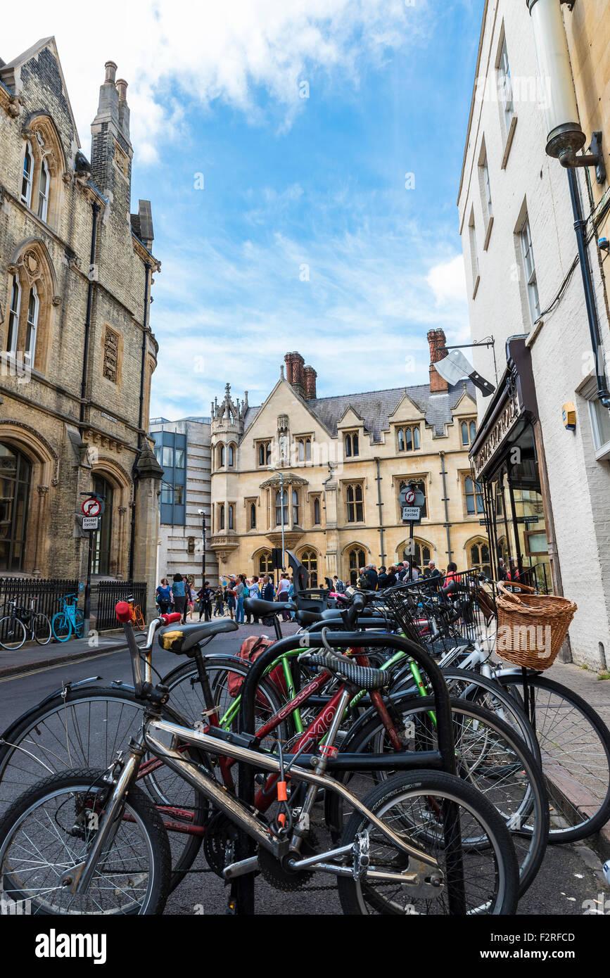 kings-college-from-benet-street-cambridge-cambridgeshire-england-F2RFCD.jpg