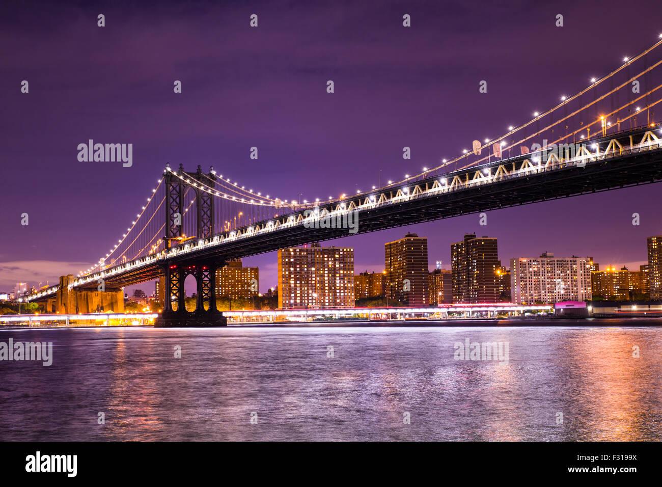 Night view of The Manhattan bridge in New York City - Stock Image