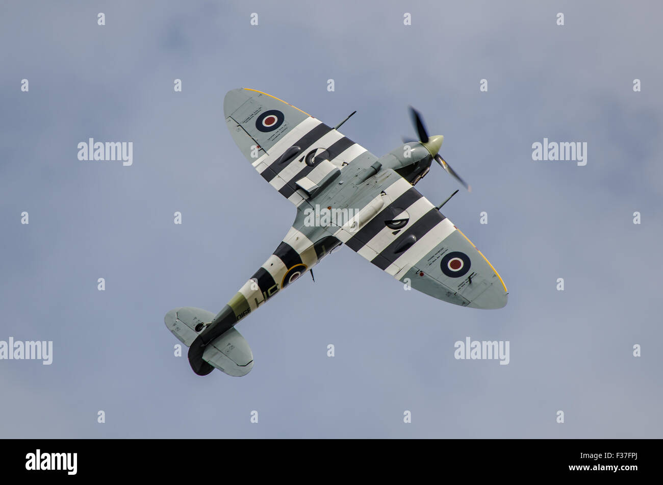 spitfire-of-the-battle-of-britain-memorial-flight-carrying-out-a-victory-F37FPJ.jpg