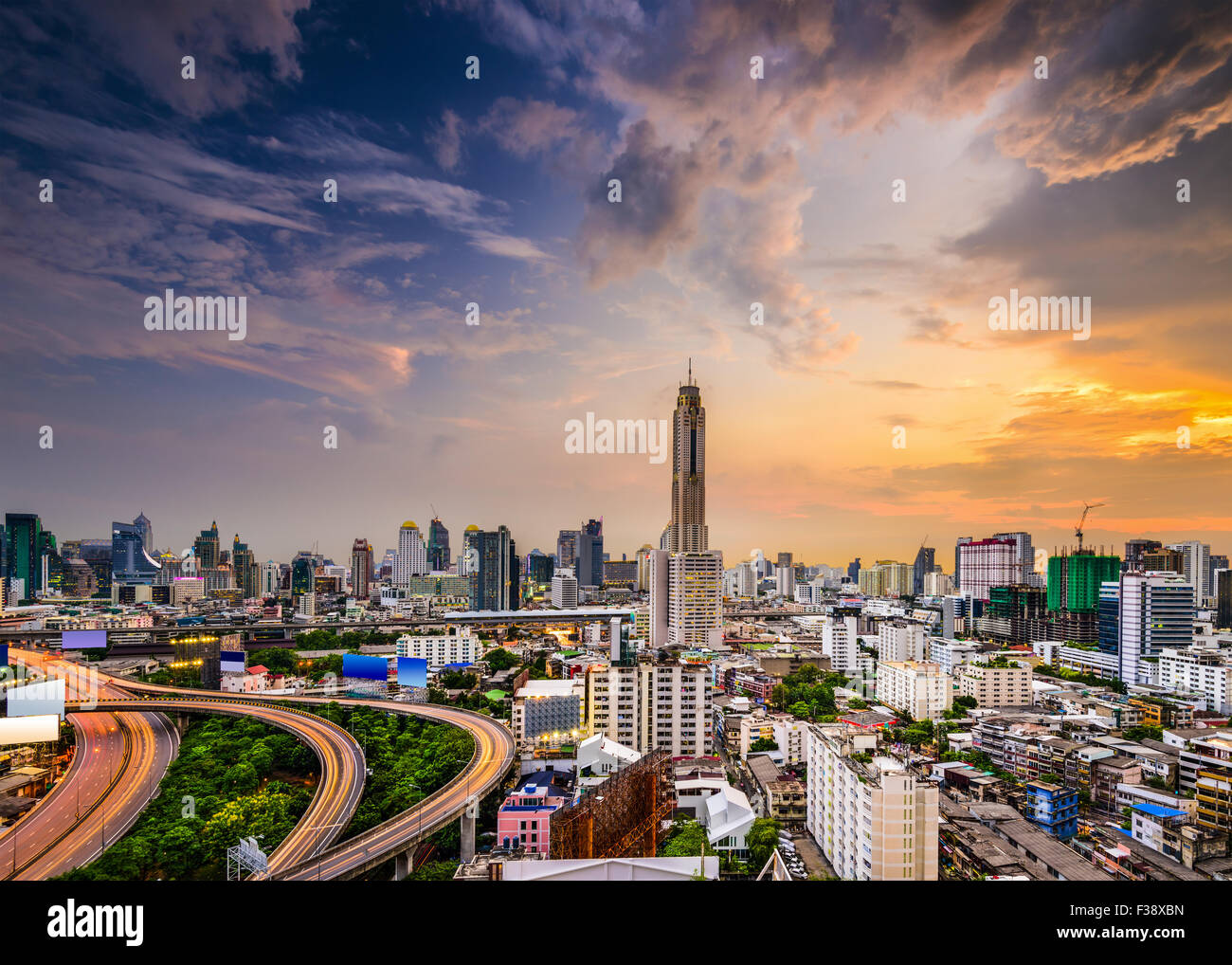 Bangkok, Thailand city skyline of the  Ratchathewi District. - Stock Image