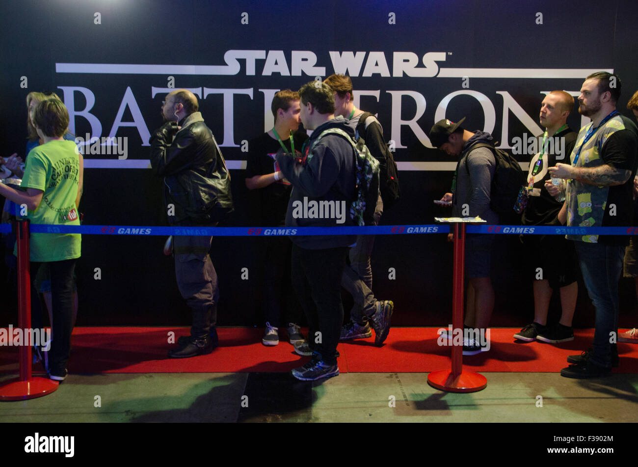 Sydney, Australia. 2nd October, 2015. Gamers lineup to play the new game Star Wars Battlefront at the 2015 EB Expo - Stock Image