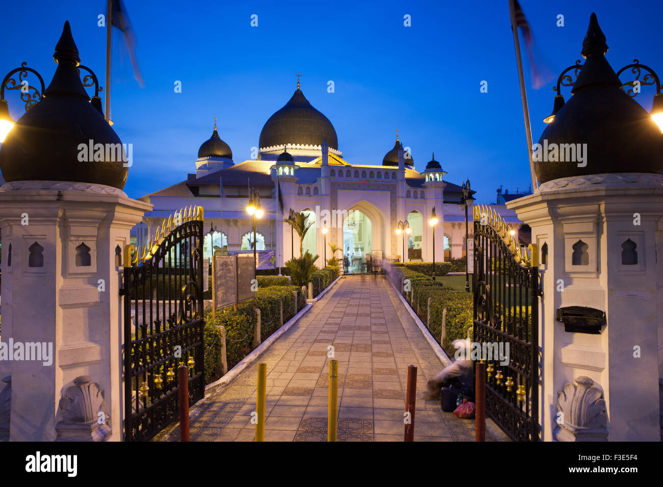 Georgetown, Malaysia — 04 August, 2014: The view of Kapitan Keling Mosque after sunset in Georgetown, Penang, Malaysia Stock Photo