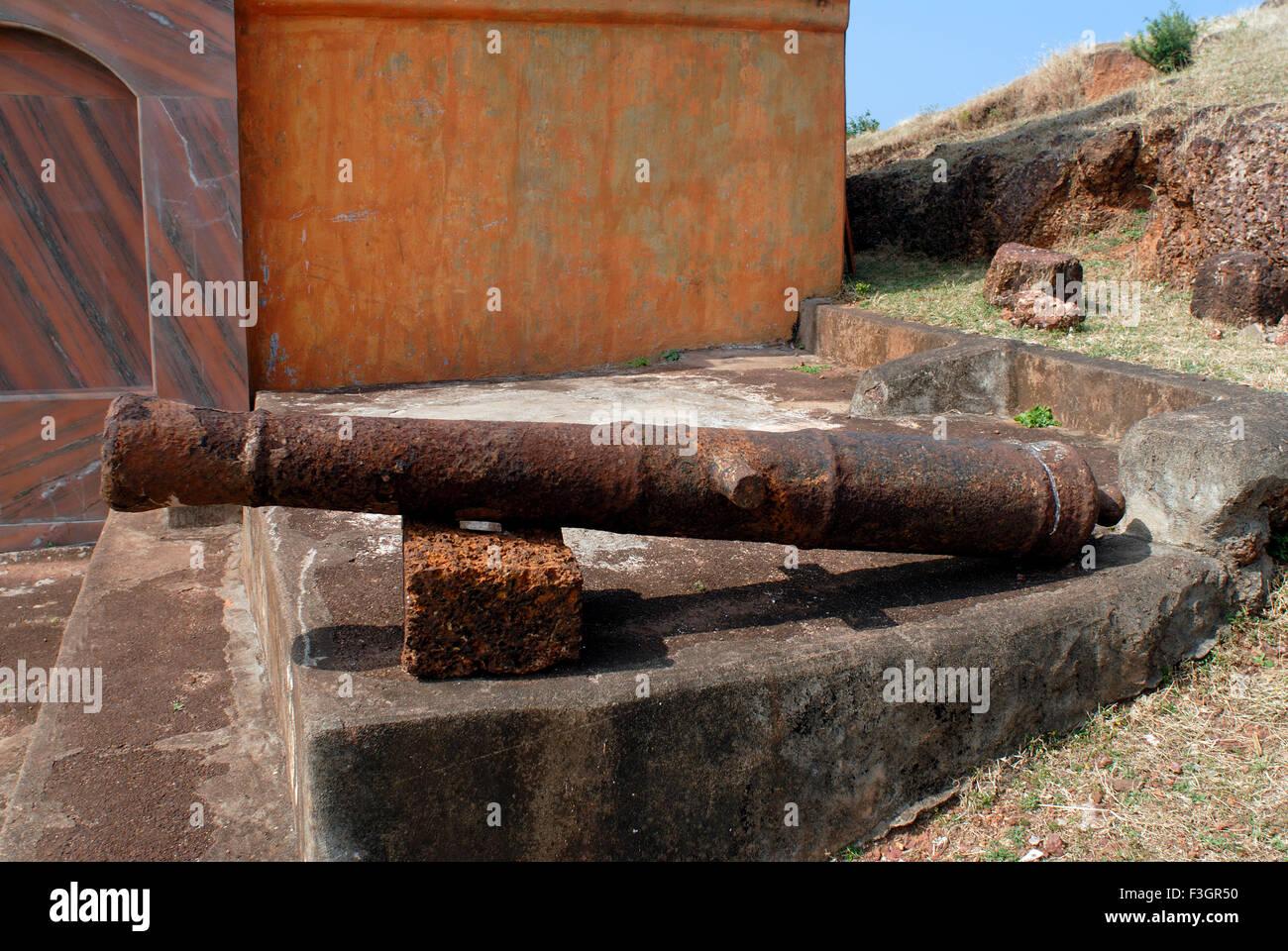 A cannon gun at Vijaydurg fort ; District Sindhudurga ; Maharashtra ; India - Stock Image