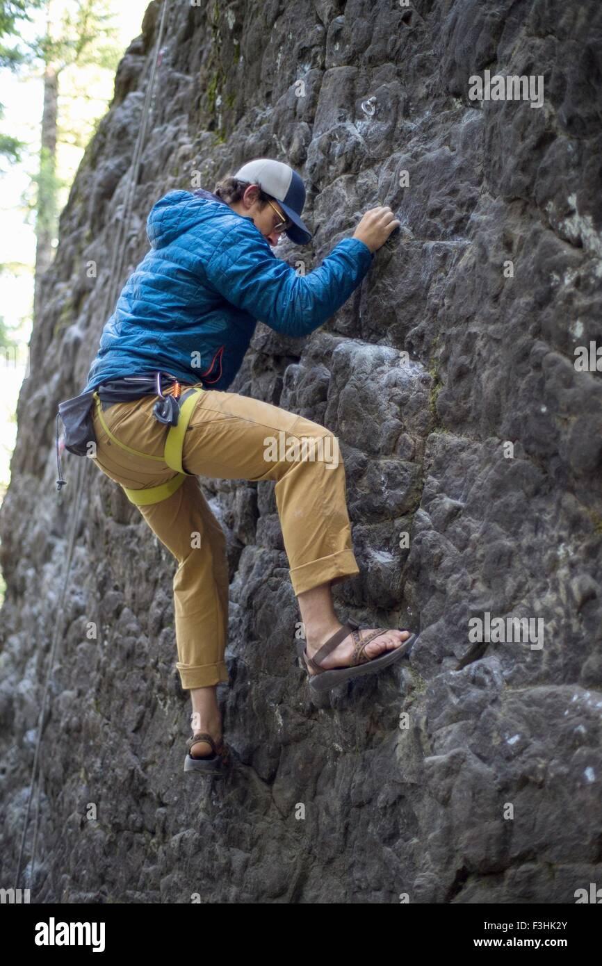 Man rock climbing, French's Dome, Zig Zag, Oregon, USA - Stock Image