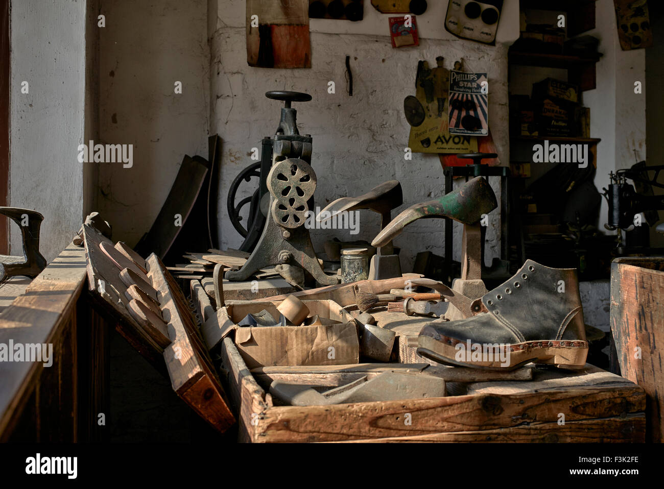 cobblers-shop-interior-with-period-items