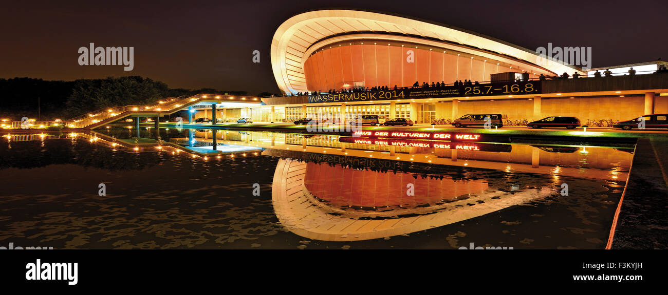 Germany, Berlin: House of the World´s Cultures by night in panoramic view - Stock Image