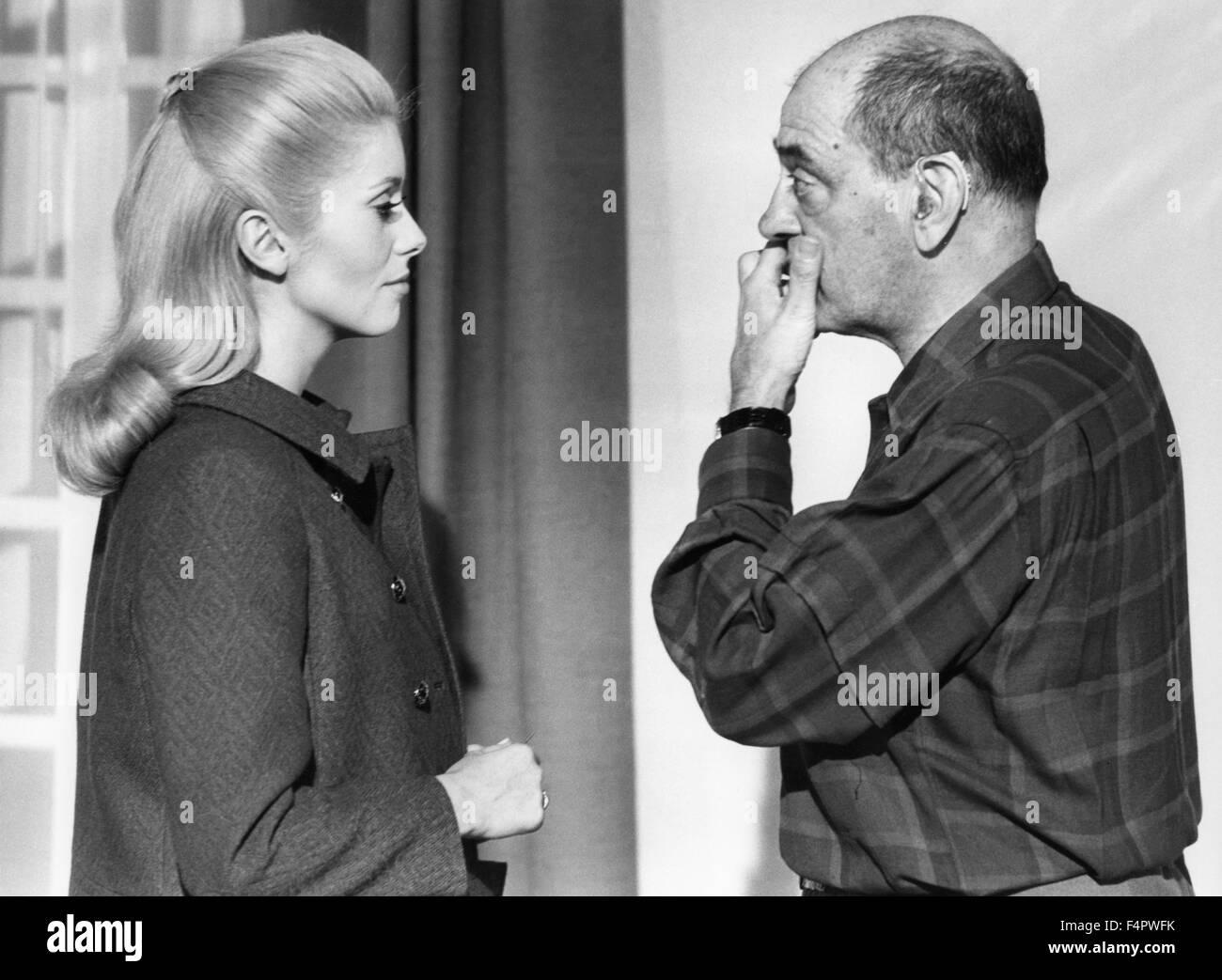 On the set Luis Bunuel with Catherine Deneuve / Belle de jour / 1966 directed by Luis Bunuel Stock Photo