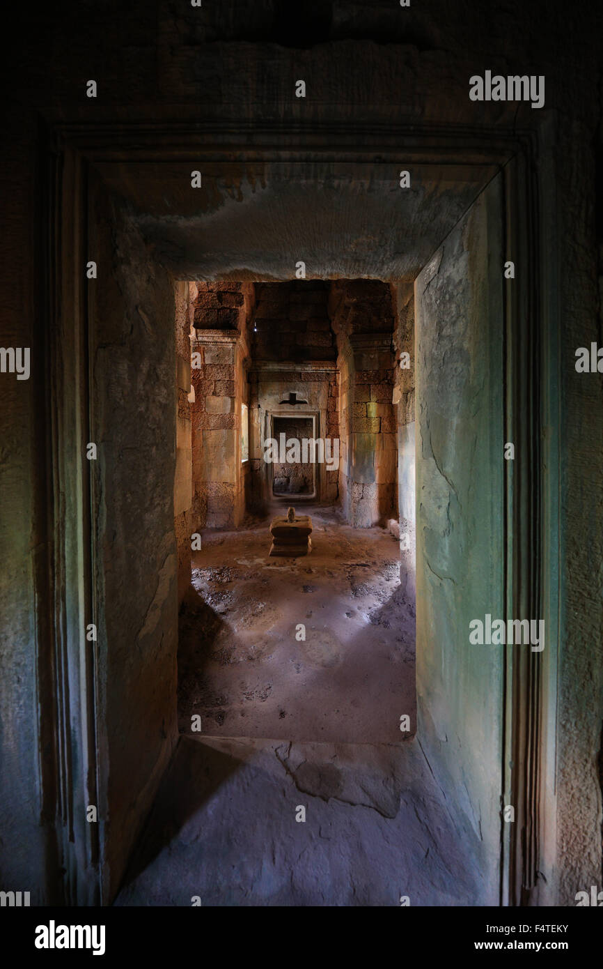 entrance-to-a-room-of-a-ruin-in-cambodia
