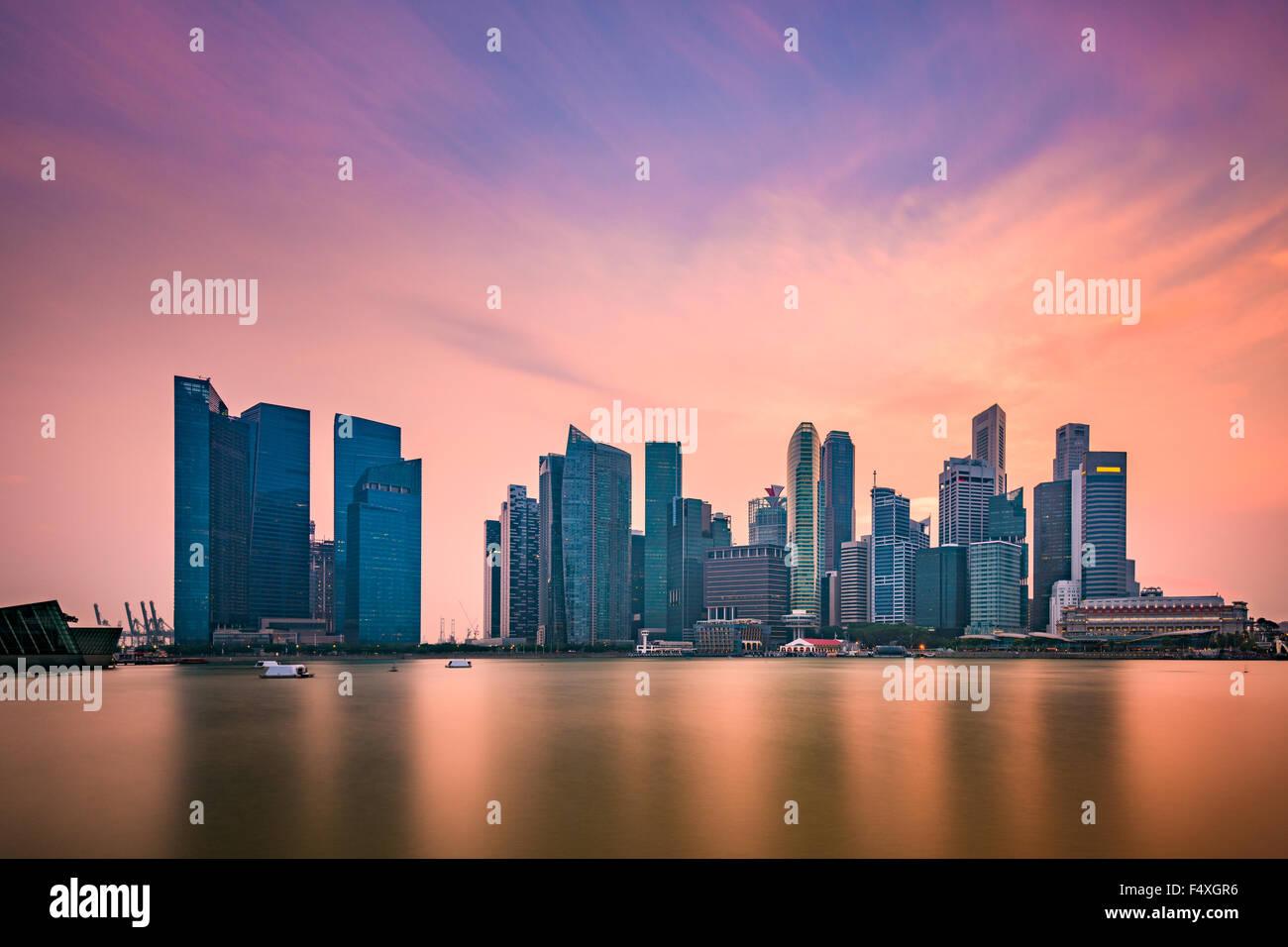 Singapore skyline at Marina Bay. - Stock Image