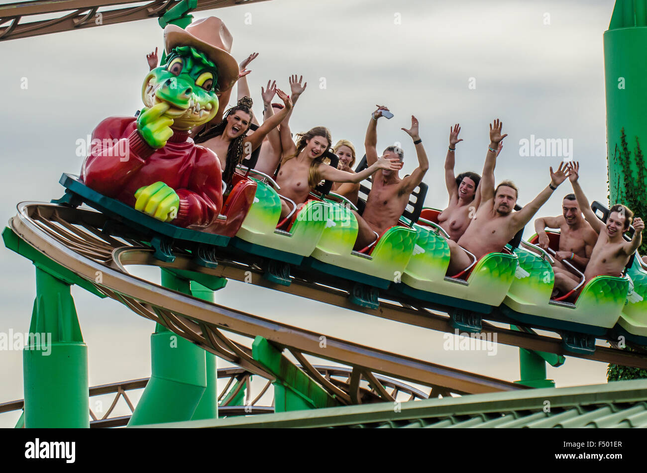 people-riding-a-rollercoaster-naked-in-southend-on-sea-essex-uk-green-F501ER.jpg