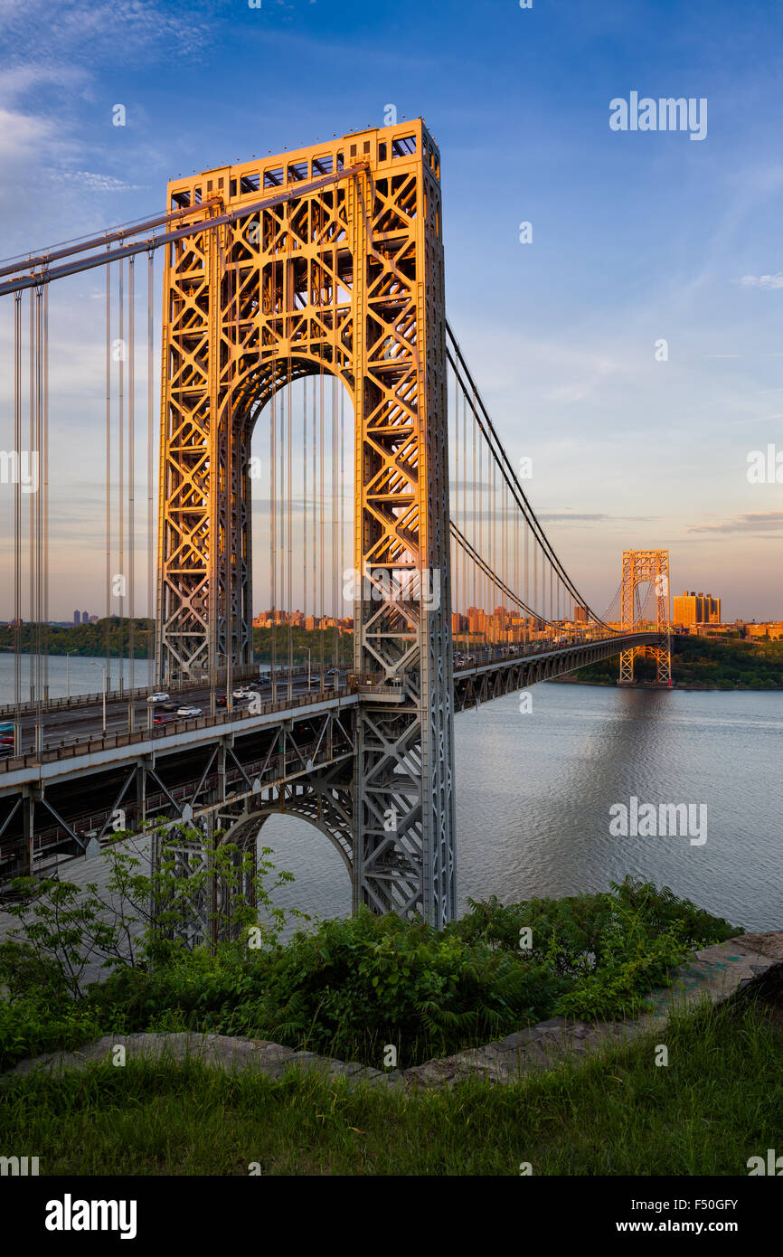 Sunset view of George Washington Bridge crossing the Hudson River connecting Fort Lee, New Jersey and Upper Manhattan, - Stock Image