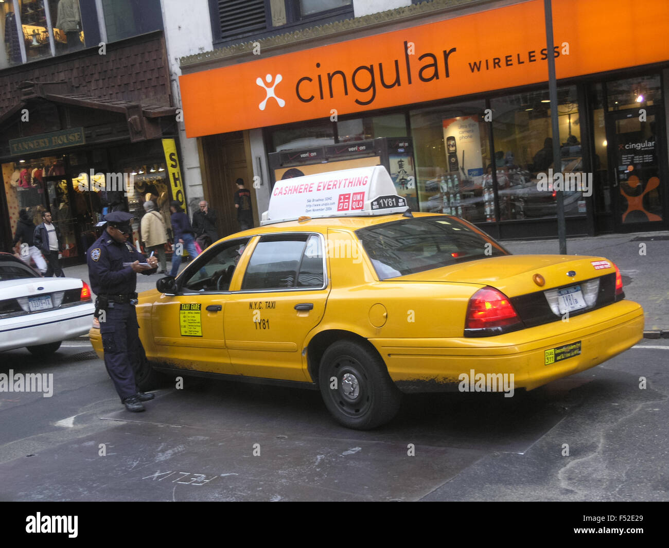 new-york-yellow-cab-getting-a-ticket-new-york-usa-F52E29.jpg