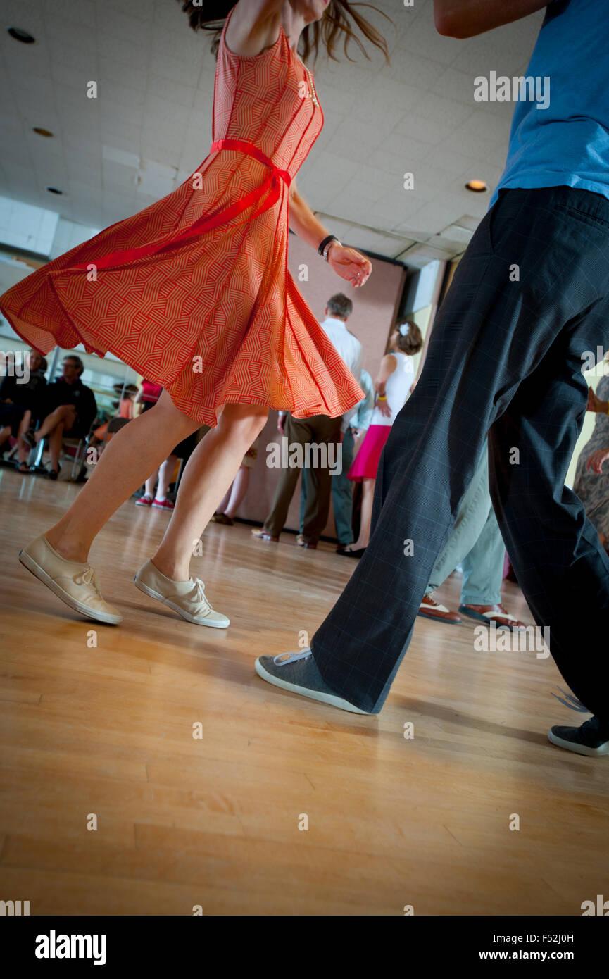 older-couples-ballroom-dancing-doing-the