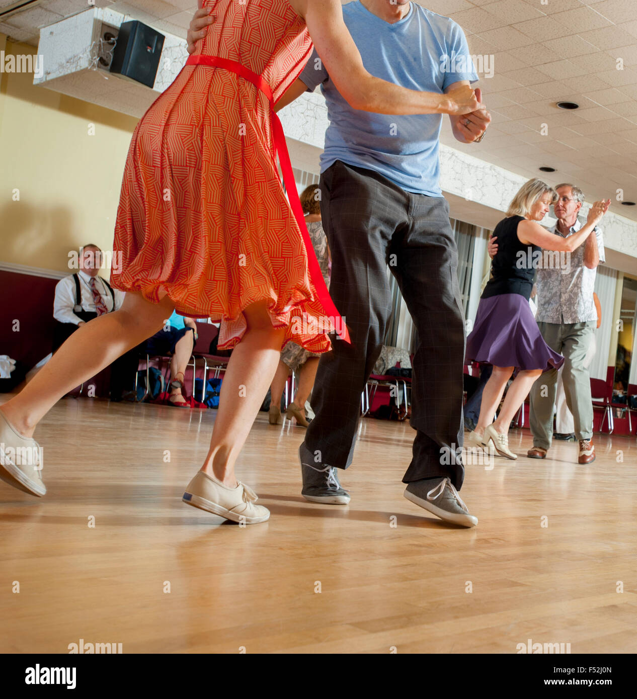 older-couples-ballroom-dancing-doing-the-lindy-hop-and-jitterbug-in-F52J0N.jpg