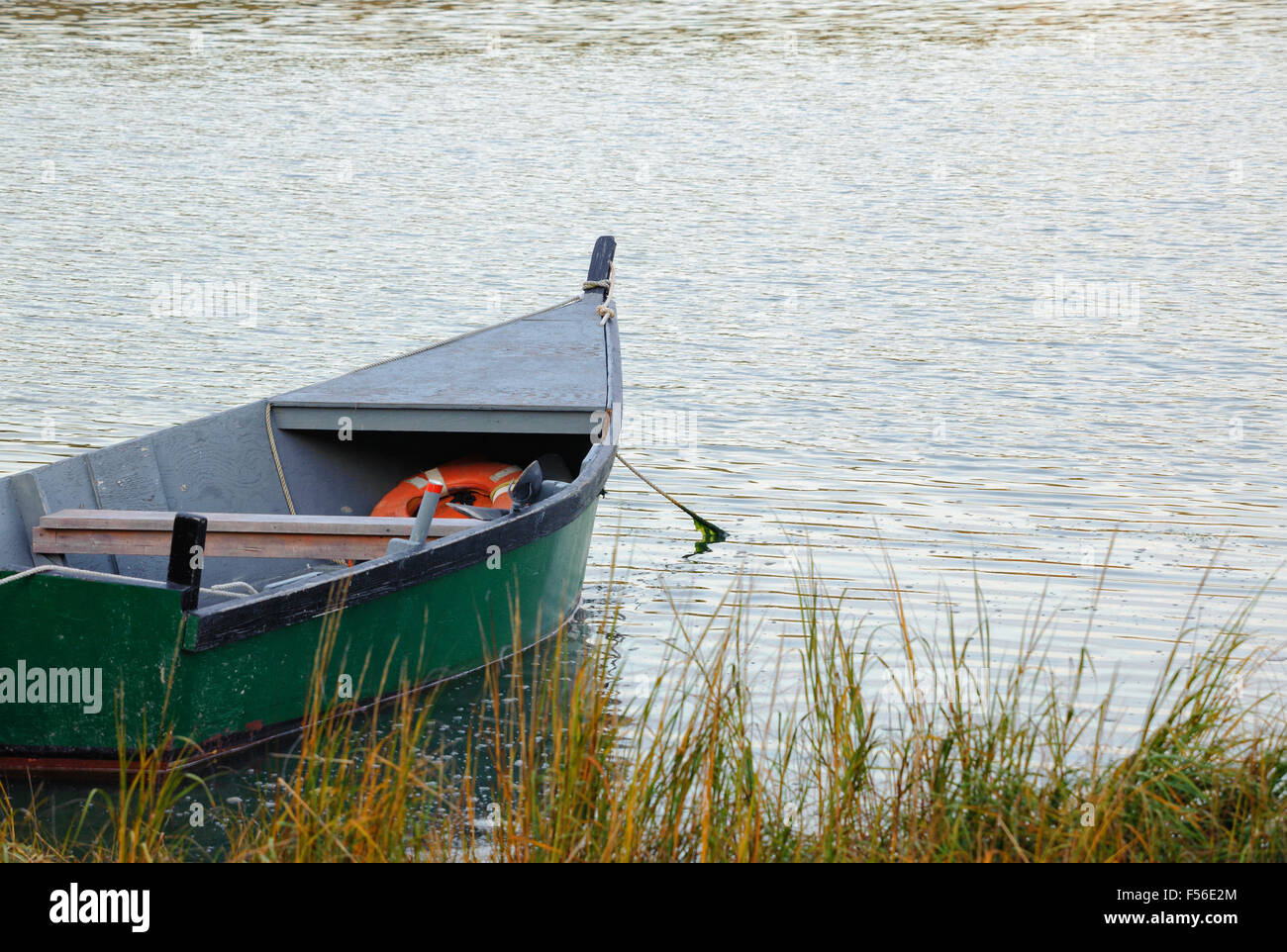 old-wooden-boat-salt-pond-eastham-cape-cod-massachusetts-usa-in-the-F56E2M.jpg