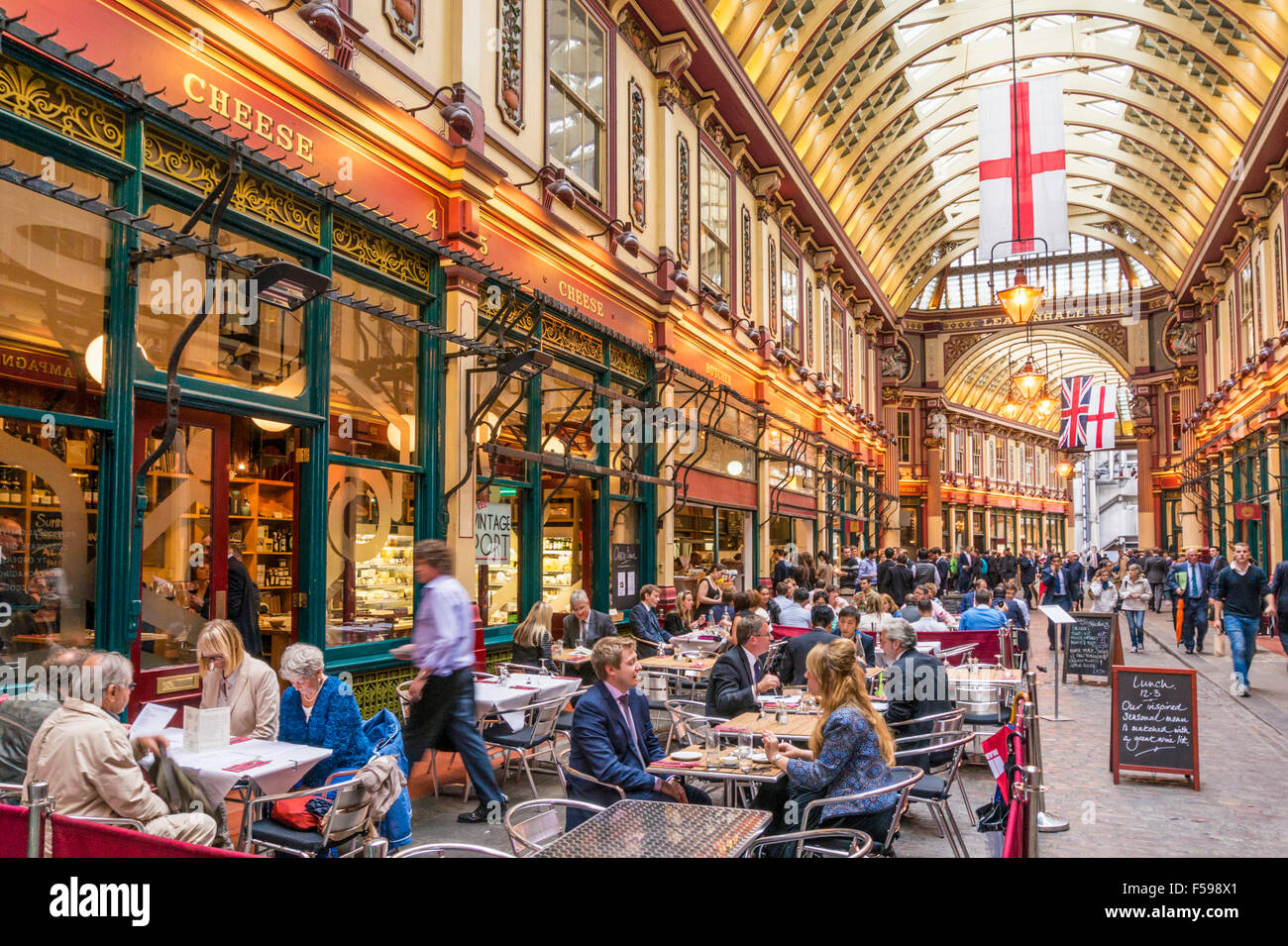 City of London Workers eating and drinking After Work Leadenhall Market City of  London, England UK GB EU Europe - Stock Image